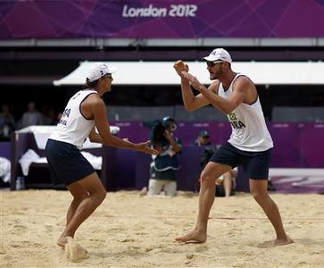 Brazil's Emanuel (L) and Alison celebrate a point during their men's beach volleyball preliminary round match against Austria at the London 2012 Olympics Games at the Horses Guards Parade July 29, 2012. REUTERS/Marcelo del Pozo