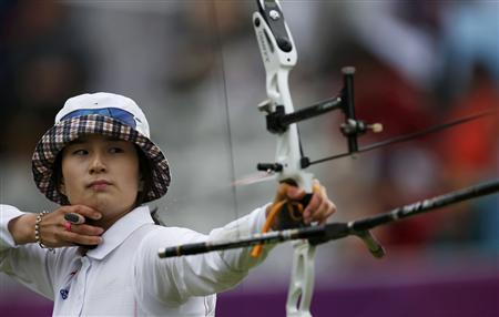 South Korea's Ki Bo-bae fires an arrow in the women's archery team quarterfinals at the Lords Cricket Ground during the London 2012 Olympic Games July 29, 2012. REUTERS-Suhaib Salem
