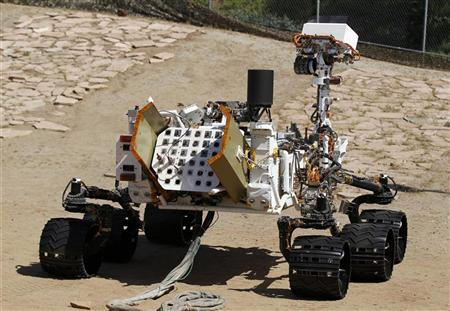 An engineering model of NASA's Curiosity Mars rover is seen from the rear in a sandy, Mars-like environment named the Mars Yard at NASA's Jet Propulsion Laboratory in Pasadena, California July 25, 2012. REUTERS/Danny Moloshok