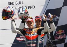 El actual campeón de MotoGP, el australiano Casey Stoner, ganó el domingo el Gran Premio de Estados Unidos disputado en el circuito de Laguna Seca, superando al líder del mundial, el español Jorge Lorenzo, por casi tres segundos y medio. En la imagen, de 29 de julio, el australiano Casey Stoner, campeón en el circuito de Laguna Seca. REUTERS/Robert Galbraith