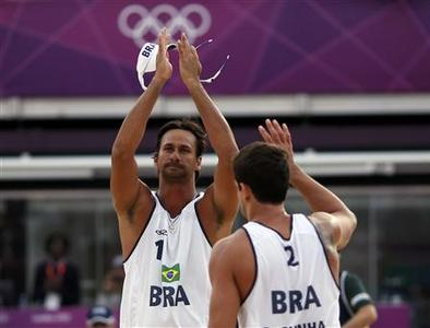 Brazil's Ricardo and Pedro celebrate winning their men's preliminary round beach volleyball match against Britain at the London 2012 Olympic Games at Horse Guards Parade July 30, 2012. REUTERS/Marcelo del Pozo