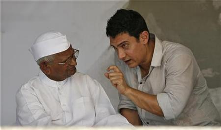 Bollywood actor Aamir Khan (R) speaks with Anna Hazare on the 12th day of Hazare's fast at Ramlila grounds in New Delhi in this August 27, 2011 file photo. REUTERS/Parivartan Sharma/Files