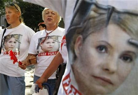 Women attend a rally in support of opposition leader and former Ukrainian Prime Minister Yulia Tymoshenko near the high court building in Kiev, July 12, 2012. REUTERS/Anatolii Stepanov