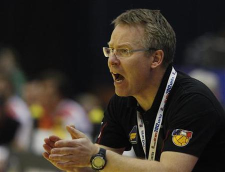 Iceland's head coach Gudmundur Pordur Gudmundsson instructs players during game against Spain at their Men's European Handball Championship main round match in Novi Sad January 24, 2012. REUTERS/Stoyan Nenov