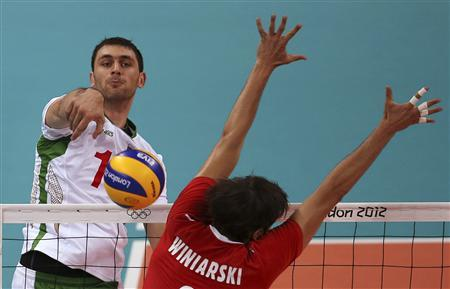 Bulgaria's Tsvetan Sokolov (L) spikes the ball against Poland's Michal Winiarski during their men's Group A volleyball match at the London 2012 Olympic Games at Earls Court July 31, 2012. REUTERS/Ivan Alvarado