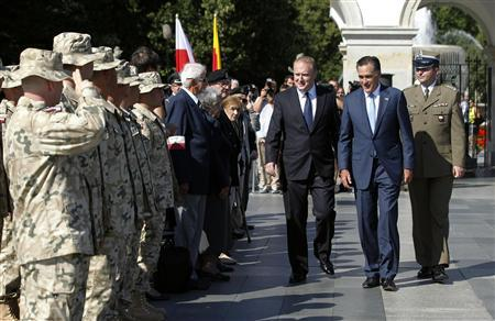 U.S. Republican Presidential candidate Mitt Romney meets Polish soldiers who served in Iraq and Afghanistan after laying a wreath at the Tomb of the Unknown Soldier in Warsaw, July 31, 2012. REUTERS/Jason Reed