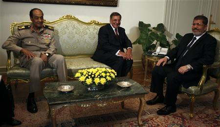 Egypt's president Mohamed Mursi (R) meets with U.S. Secretary of Defense Leon Panetta and Field Marshal Hussein Tantawi (L) at the presidential palace in Cairo July 31, 2012. REUTERS/Amr Abdallah Dalsh