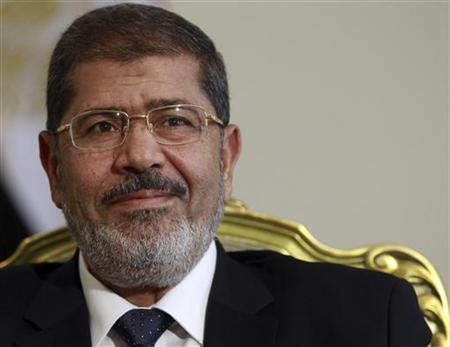 Egypt's president Mohamed Mursi attends a meeting with Bulgarian Foreign Minister Nikolai Mladenov at the presidential palace in Cairo July 31, 2012. REUTERS/Amr Abdallah Dalsh