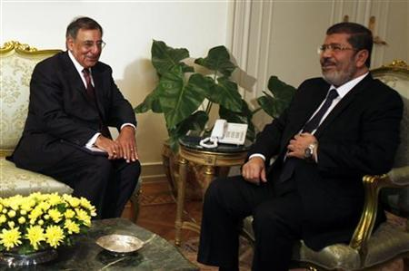 Egypt's president Mohamed Mursi (R) meets with U.S. Secretary of Defense Leon Panetta at the presidential palace in Cairo July 31, 2012. REUTERS/Amr Abdallah Dalsh