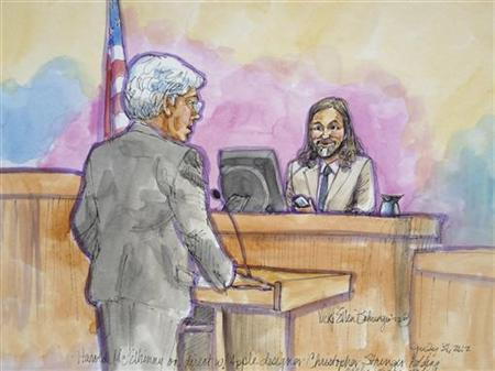Apple attorney Harold McElhinny (L) questions Apple designer Christopher Stringer in this court sketch during a high profile trial between Samsung and Apple in San Jose, California July 31, 2012. REUTERS/Vicki Behringer