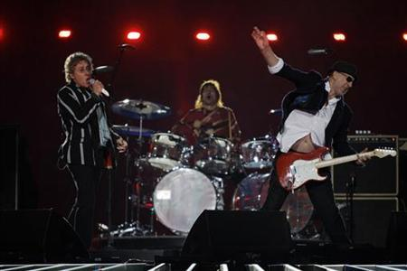 Roger Daltrey (L) and Pete Townshend (R) of British rock band 'The Who' performs during the NFL's Super Bowl XLIV football game in Miami, Florida, February 7, 2010. REUTERS/Mike Segar