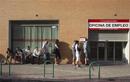 People queue to enter a government-run employment office in Madrid July 27, 2012. REUTERS/Juan Medina