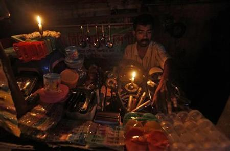 A gas oven mechanic waits for customers in his shop during a power-cut in Kolkata July 31, 2012. REUTERS/Rupak De Chowdhuri