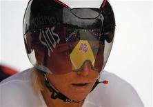 Ольга Забелинская перед началом гонки с раздельным стартом на Олимпийских играх в Лондоне, 1 августа 2012 г. Российская велогонщица Ольга Забелинская стала в среду двукратным бронзовым призером Олимпийских игр в Лондоне. REUTERS/Mark Blinch