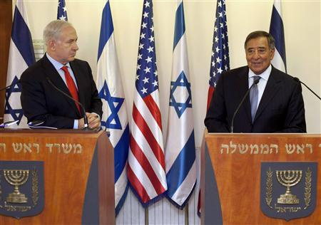 Israel's Prime Minister Benjamin Netanyahu (L) listens to U.S. Secretary of Defence Leon Panetta during their meeting in Jerusalem August 1, 2012. REUTERS/Sebastian Scheiner/Pool
