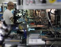 <p>La contraction de l'activité dans le secteur manufacturier aux Etats-Unis s'est poursuivie en juillet au même rythme que le mois précédent, alors que les économistes attendaient une légère croissance. /Photo d'archives/REUTERS/Brian Snyder</p>
