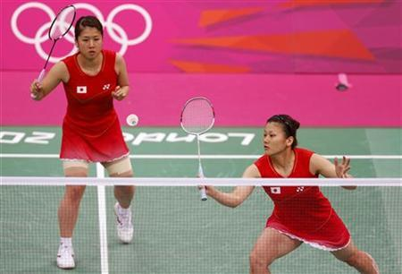 Japan's Mizuki Fujii and Reika Kakiiwa (R) play against Taiwan's Cheng Wen-Hsing and Chien Yu-Chin during their women's doubles group play stage group B badminton match at the London 2012 Olympic Games at the Wembley Arena July 31, 2012. REUTERS/Bazuki Muhammad