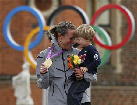 Gold medallist Kristin Armstrong of the U.S celebrates with her 22-month-old son Lucas William Savola on the podium during the victory ceremony of the women's cycling individual time trial at the London 2012 Olympic Games August 1, 2012. REUTERS/Paul Hanna
