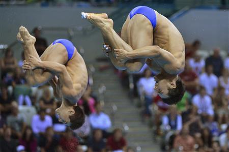Mexico's Yahel Castillo (R) and Julian Sanchez perform a dive during the men's synchronised 3m springboard final at the London 2012 Olympic Games at the Aquatics Centre August 1, 2012. REUTERS/Toby Melville