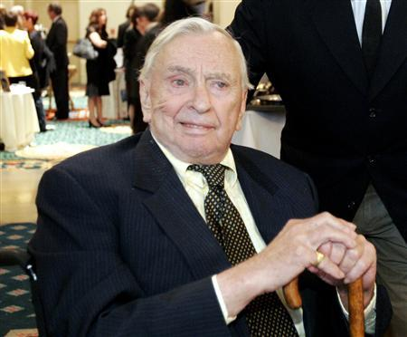 Writer Gore Vidal is pictured at the ''2005 Literary Awards'' hosted by PEN USA in Los Angeles in this November 9, 2005 file photo. REUTERS/Mario Anzuoni/Files