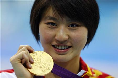 China's Jiao Liuyang smiles with her gold medal during the women's 200m butterfly victory ceremony at the London 2012 Olympic Games at the Aquatics Centre August 1, 2012. REUTERS/Michael Dalder
