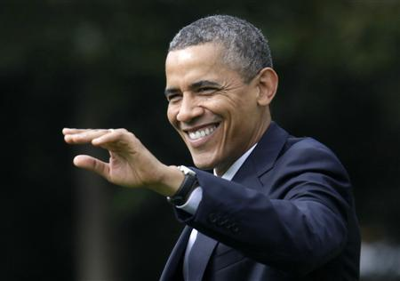 U.S. President Barack Obama waves as he walks on the South Lawn of the White House in Washington before his departure to Mansfield, Ohio, August 1, 2012. REUTERS/Yuri Gripas