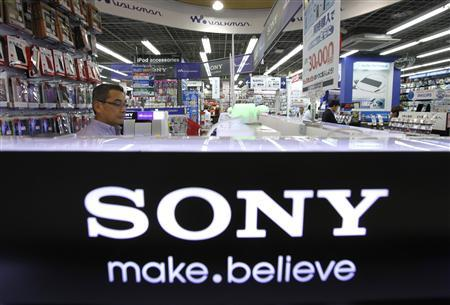 A man looks at Sony Corp's products displayed at an electronics store in Tokyo August 2, 2012. REUTERS/Yuriko Nakao