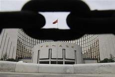 Здание Народного банка Китая в Пекине, 30 августа 2010 года. Народный банк Китая пообещал в четверг постепенное расширение денежной массы и кредитования для поддержки роста экономики. REUTERS/Jason Lee
