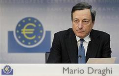 Шлава ЕЦБ Марио Драги на пресс-конференции во Франкфурте-на-Майне 2 августа 2012 года. Глава Европейского центрального банка Марио Драги не исключил возможности проведения ЕЦБ прямых операций на открытом рынке, пообещав адекватный объем, а также посулил новые нестандартные меры. REUTERS/Alex Domanski