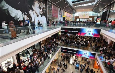 Shoppers crowd the walkways on opening day of the Westfield Stratford City shopping centre in east London September 13, 2011. REUTERS/Suzanne Plunkett