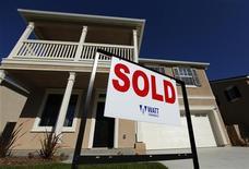Новый дом в городе Виста, штат Калифорния, 20 марта 2012 года. Международный валютный фонд считает, что восстановление рынка жилья является ключом к ускорению роста экономики США и сокращению высокого уровня безработицы. REUTERS/Mike Blake