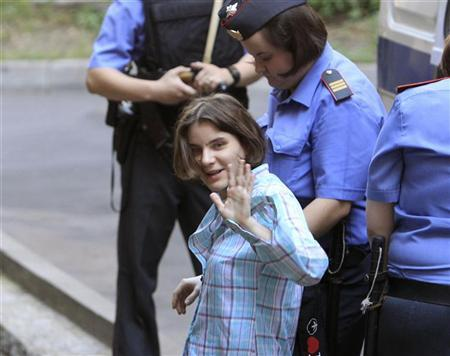 Yekaterina Samutsevich, a member of female punk band ''Pussy Riot'', waves as she is escorted by police to a court in Moscow July 31, 2012. REUTERS/Sergei Karpukhin