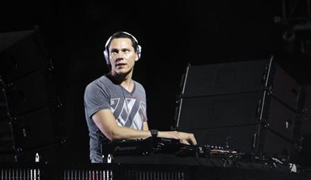 Musician ''Tiesto'' performs at the Coachella Music Festival in Indio, California April 17, 2010. REUTERS/Mario Anzuoni