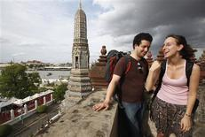 Tourists share a laugh during a visit the Temple of the Dawn in Bangkok August 2, 2012. Bangkok is a city of contradictions. REUTERS/Chaiwat Subprasom