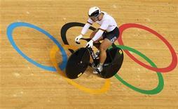 Немец Роберт Фостерманн после победы в мужском командом спринте на Олимпиаде в Лондоне 2 августа 2012 года. На Олимпийских играх в Лондоне в пятницу будут разыграны 22 комплекта наград. REUTERS/Stefano Rellandini