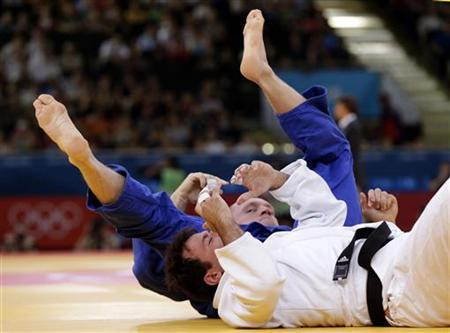 Israel's Ariel Zeevi fights with Germany's Dimitri Peters (blue) during their men's -100kg elimination round of 32 judo match at the London 2012 Olympic Games August 2, 2012. REUTERS/Toru Hanai