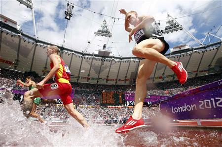 Spain's Angel Mullera (2nd L) and Germany's Steffen Uliczka (R) clear a water jump during round 1 of the men's 3000m steeplechase at the London 2012 Olympic Games in the Olympic Stadium August 3, 2012. REUTERS/Kai Pfaffenbach