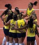 Brasileiras comemoram após derrotar a China durante partida de vôlei do Grupo B, em Earls Court, nos Jogos Olímpicos de Londres. 03/08/2012 REUTERS/Ivan Alvarado