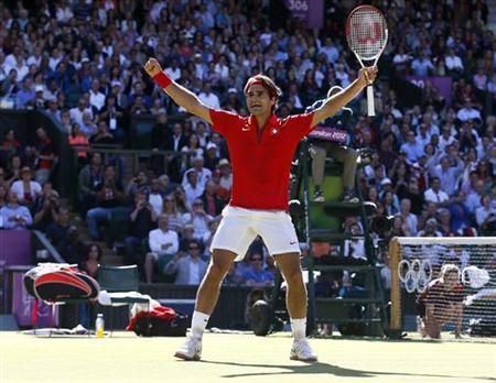 Switzerland's Roger Federer celebrates after winning his men's singles tennis semi-final match against Argentina's Juan Martin del Potro at the All England Lawn Tennis Club during the London 2012 Olympic Games August 3, 2012. REUTERS/Stefan Wermuth