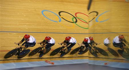 Britain's Ed Clancy, Geraint Thomas, Steven Burke and Peter Kennaugh compete in the track cycling men's team pursuit first round heats at the Velodrome during the London 2012 Olympic Games August 3, 2012. REUTERS/Paul Hanna