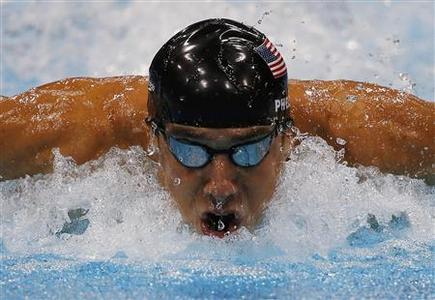 Michael Phelps of the U.S. swims to win gold in the men's 100m butterfly final during the London 2012 Olympic Games at the Aquatics Centre August 3, 2012. REUTERS/Jorge Silva