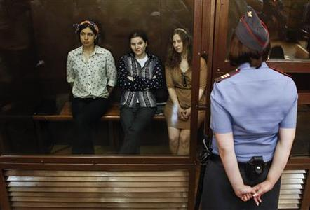 Nadezhda Tolokonnikova (L), Yekaterina Samutsevich (2nd L) and Maria Alyokhina, members of female punk band ''Pussy Riot'', attend their trial inside the defendents' cell in a court in Moscow August 3, 2012. REUTERS/Maxim Shemetov