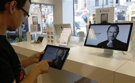 A customer looks at the screen of an iPad in an Apple store in central Prague, October 6, 2011. REUTERS/Petr Josek