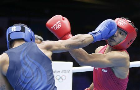 India's Krishan Vikas (R) fights against Errol Spence of the U.S. in their Men's Welter (69kg) Round of 16 boxing match during the London 2012 Olympic Games August 3, 2012. REUTERS/Murad Sezer