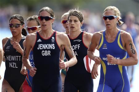 Sarah Groff (2nd R) of the U.S. competes in the women's triathlon final during the London 2012 Olympic Games at Hyde Park August 4, 2012. REUTERS/Tim Wimborne