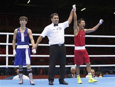 India's Devendro Singh Laishram (R) reacts after he defeated Mongolia's Serdamba Purevdorj in their Men's Light Fly (49kg) Round of 16 boxing match during the London 2012 Olympic Games August 4, 2012. REUTERS/Murad Sezer