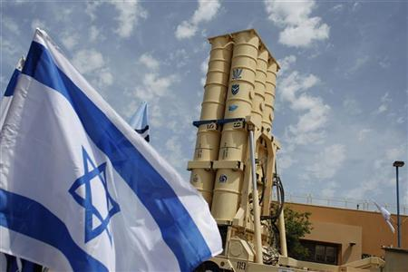 An Arrow II missile interceptor is displayed in front of journalists at an Israeli air defence command in the Palmahim military base south of Tel Aviv May 12, 2011. REUTERS/ Nir Elias