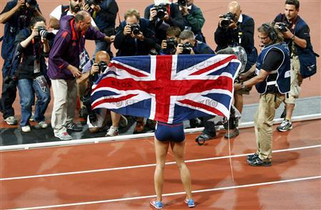 Britain's Jessica Ennis poses for photograhers after she won her women's heptathlon 800m heat at the London 2012 Olympic Games at the Olympic Stadium August 4, 2012. Ennis was the overall winner in the heptathlon. REUTERS/David Gray