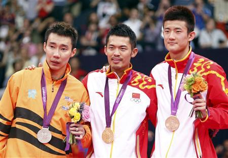 Gold medallist China's Lin Dan, silver medallist Malaysia's Lee Chong Wei (L) and bronze medallist China's Chen Long (R) pose at the victory ceremony for the men's singles badminton event at the London 2012 Olympic Games at the Wembley Arena August 5, 2012. REUTERS/Bazuki Muhammad