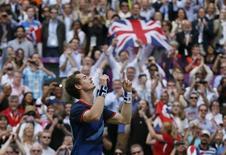 O britânico Andy Murray celebra vitória sobre Roger Federer na final dos Jogos de Londres. REUTERS/Stefan Wermuth
